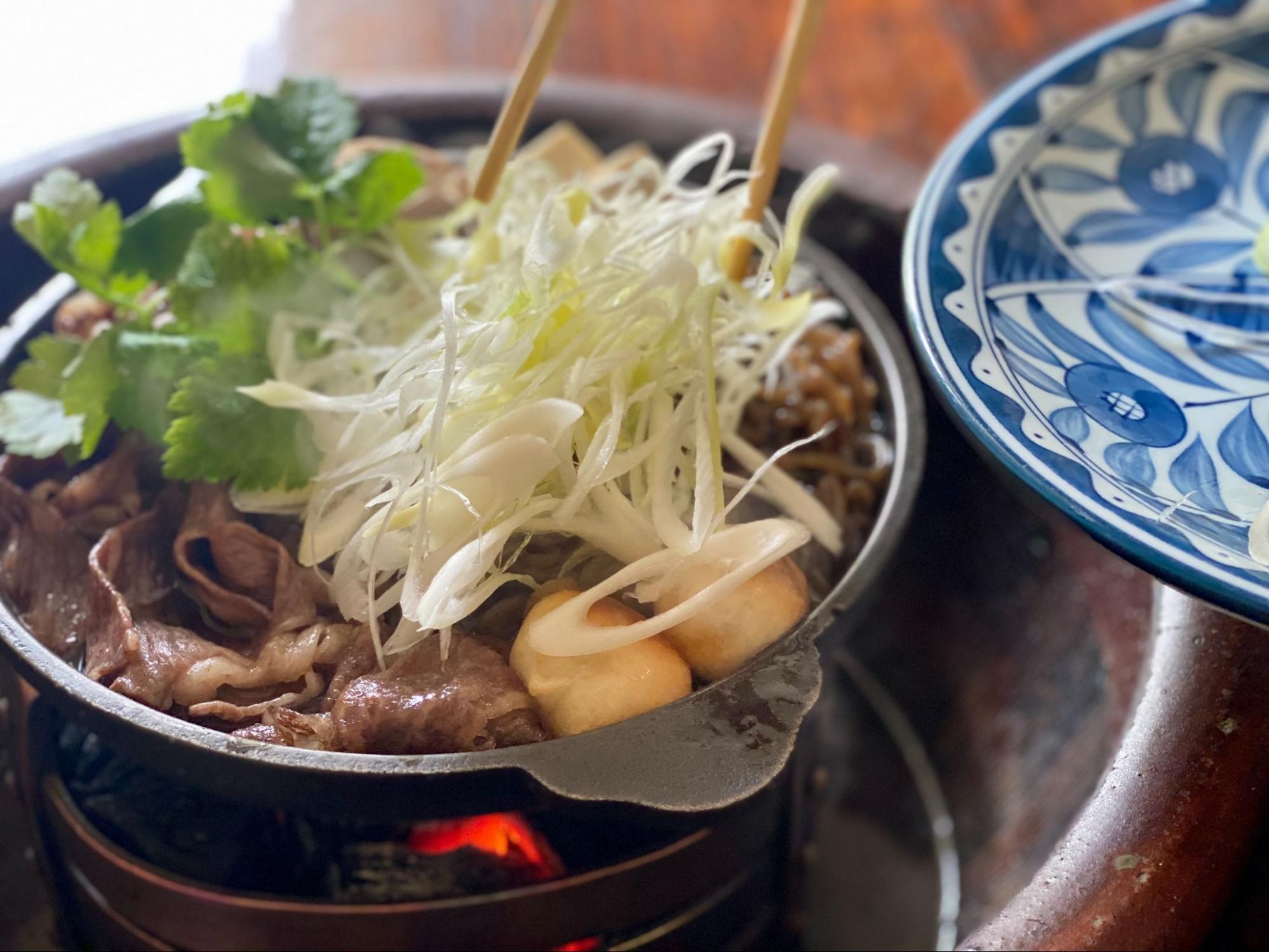 明治時代のすき焼き?! 「大井牛肉店」の牛鍋を食べに行こう!